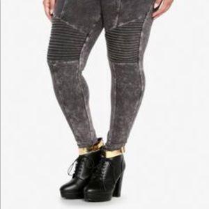 Torrid • Gray Moro Leggings